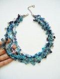ビジューの刺繡ネックレス フラワー・ジュエル ブルー